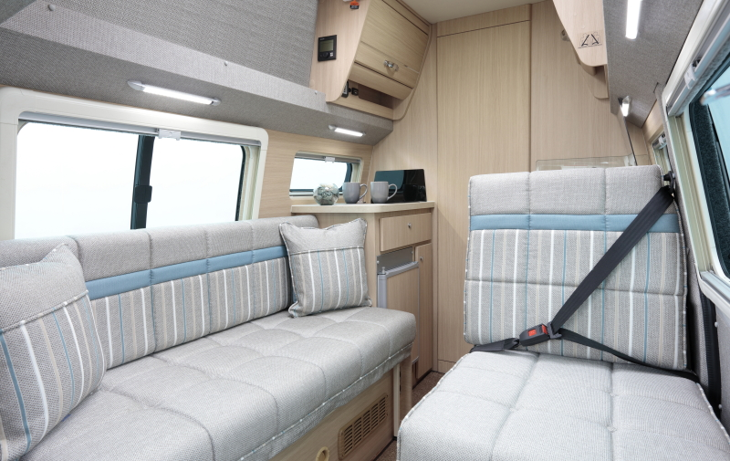 T6 2016 Topaz lounge with forward facing seat