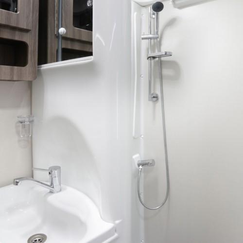 Nuevo ES Shower Image