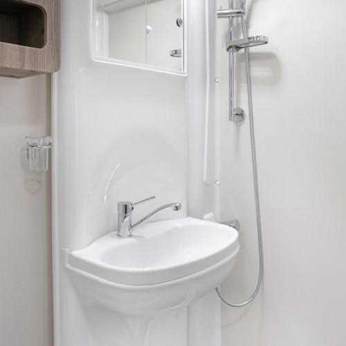 Nuevo ES Bathroom Image