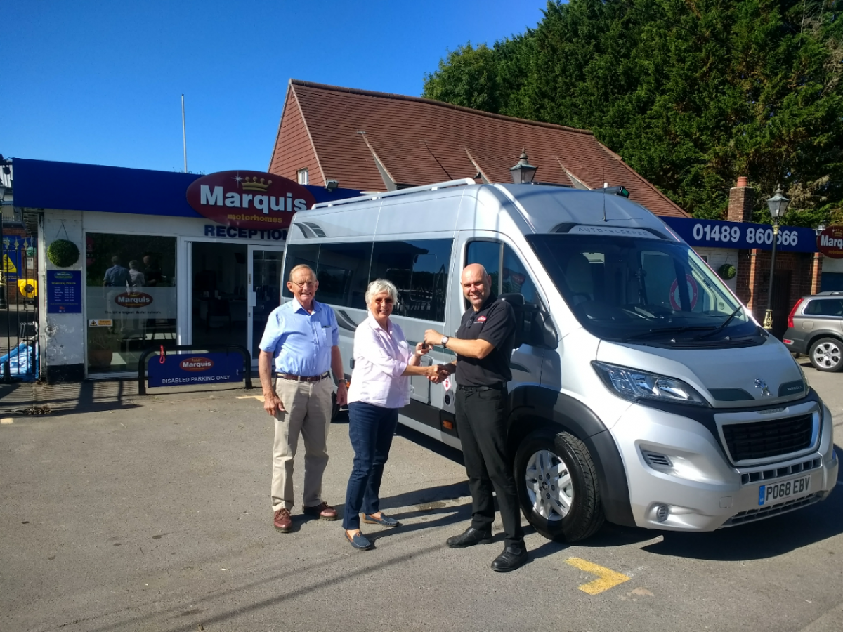 Mr & Mrs Truscott Collect Warwick XL Image