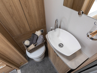 Majestic 185 Bathroom