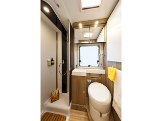 Tessoro 486 Washroom