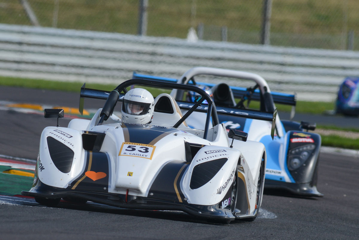 UK: Bell and de Sadeleer to continue Radical Challenge duel at Donington, and Radical SR1 Cup champion to be crowned